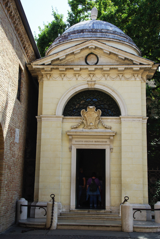 extérieur de la tombe de Dante - Ravenne
