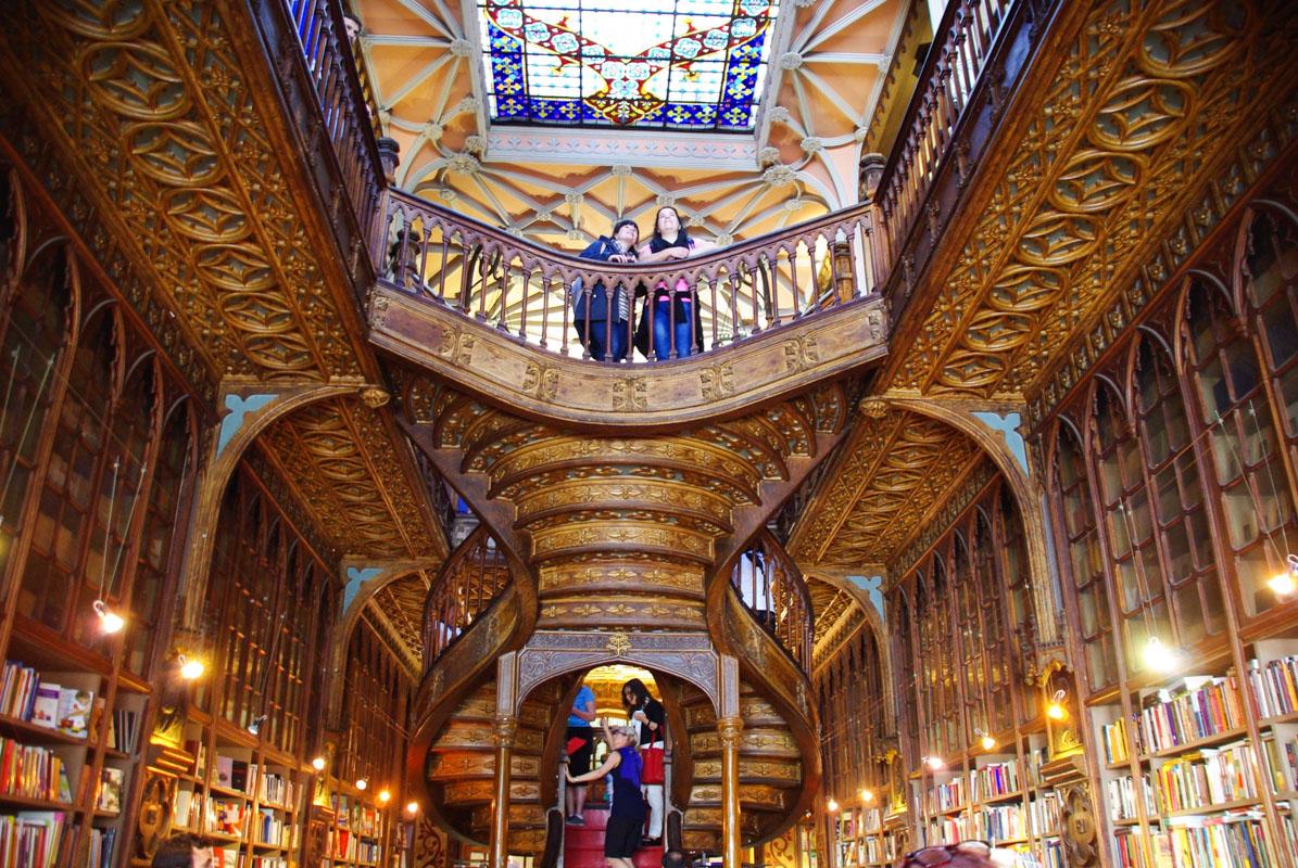 escalier de la librairie Lello et Irmao - Porto
