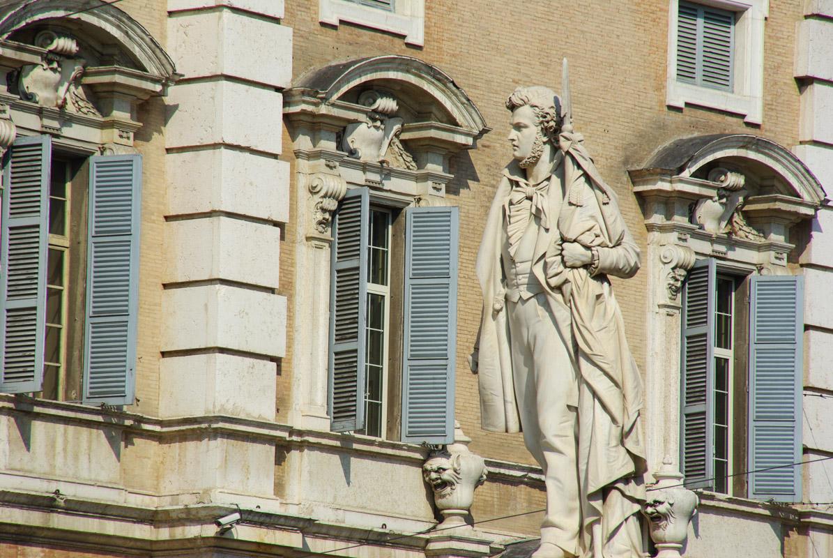 Statue de la Piazza Roma - Modène
