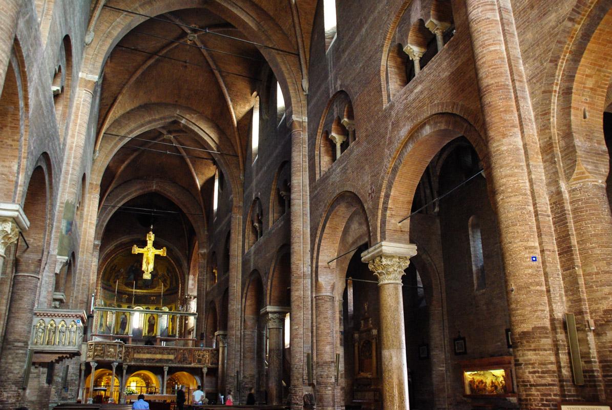 Intérieur de la cathédrale de Modène