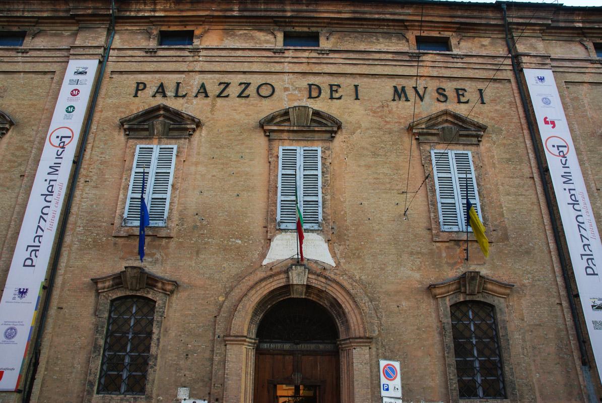 Facade du palais des musées - Modène