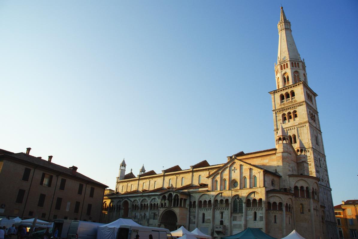 Duomo de Modène au soleil couchant