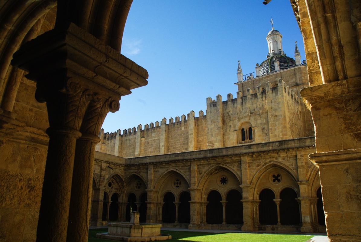 cloitre gothique de la cathédrale de Coimbra