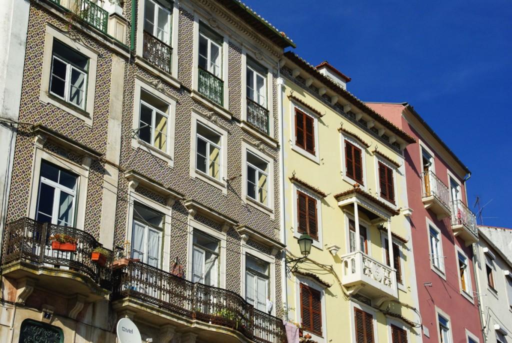 façades des immeubles du centre ville de coimbra au portugal