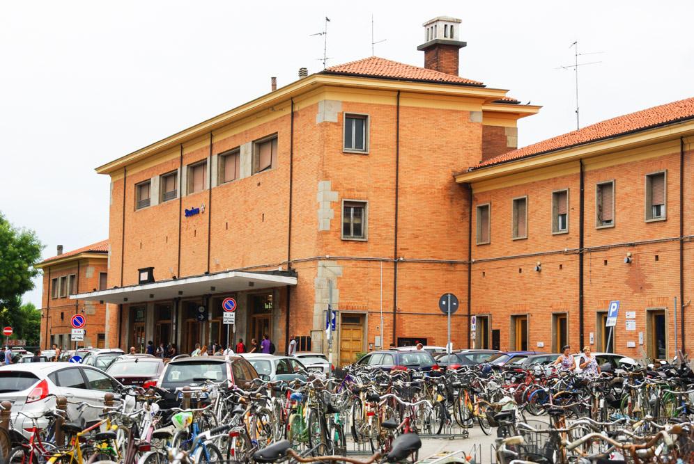 La gare de Ferrare et les vélos