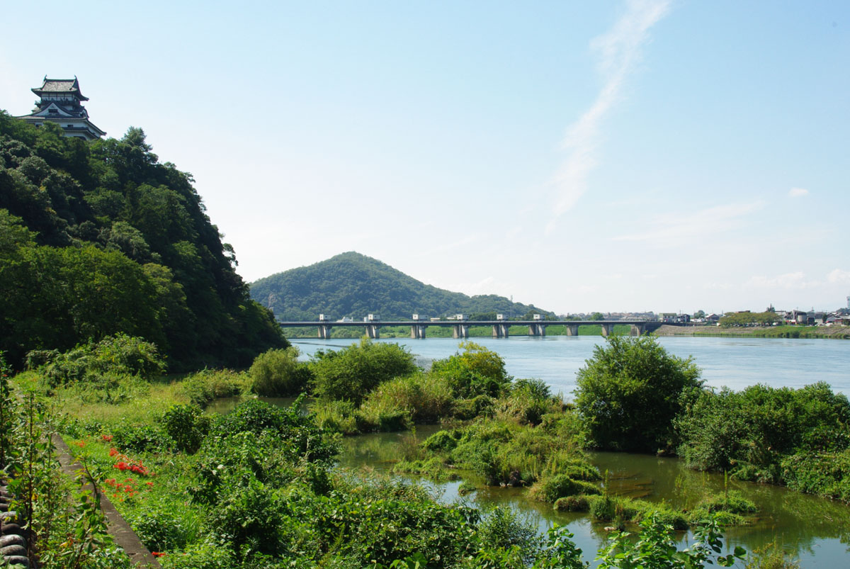 chateau d'inuyama le long de la rivière Kiso