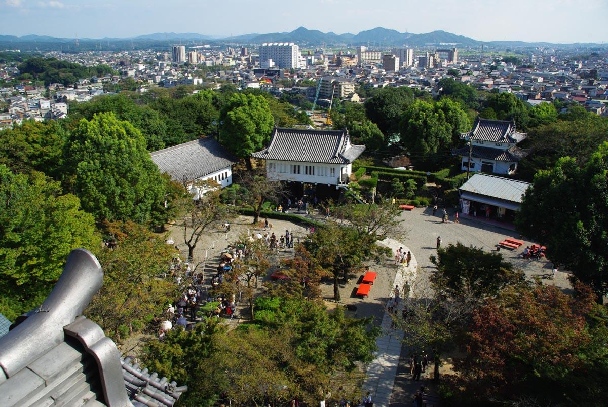 vue sur la cour du château d'Inuyama depuis le donjon