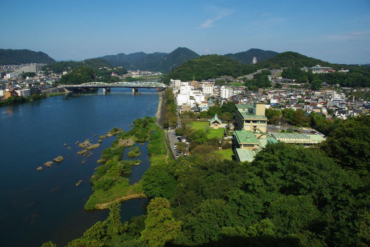 vue sur la rivière Kiso depuis le donjon d'inuyama
