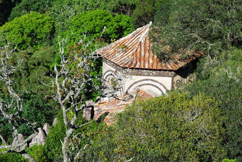 Toit d'une chapelle - forêt de Bussaco