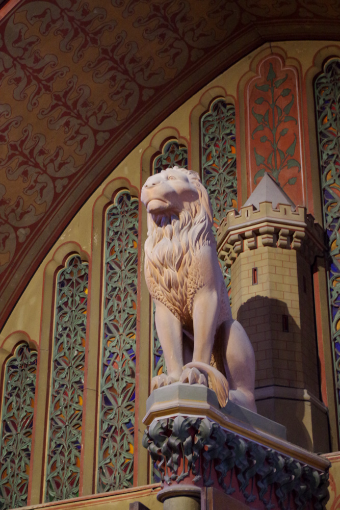 Lion gardant l'entrée de la salle des preuses - Château de Pierrefonds