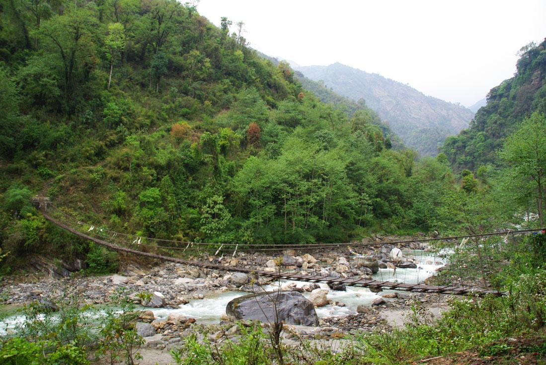 Pont suspendu au dessus de la rivière Modi Khola