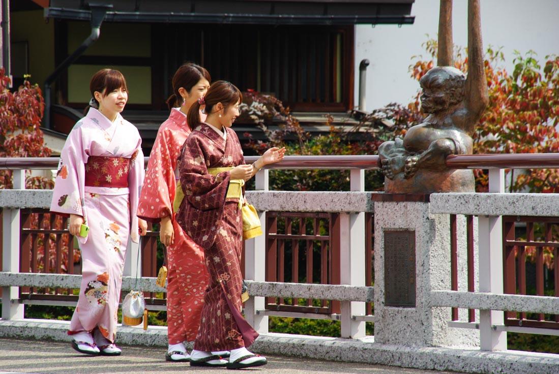 Jeunes femmes en kimono à Takayama