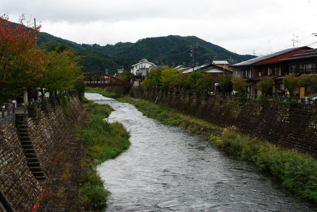 Les rives de la rivière Miya - Hida Furukawa