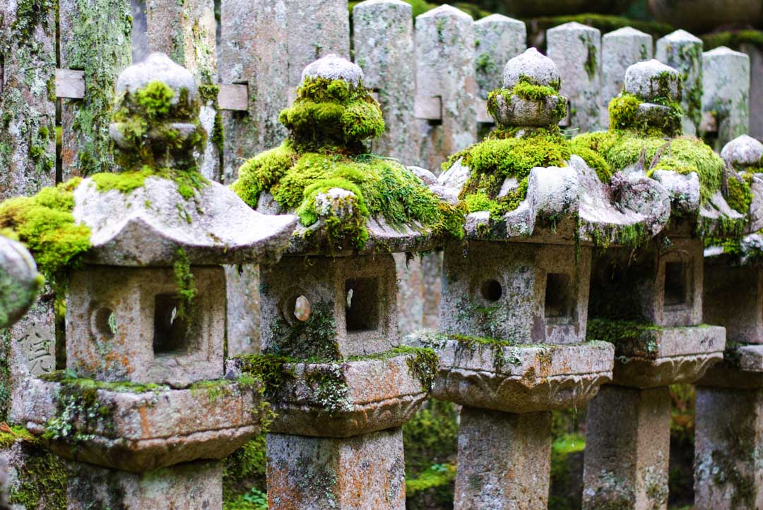 lanternes - cimetière Okuno-in - Koya-san