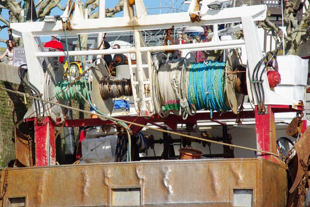 bateau de pècheur dans le port de Trouville