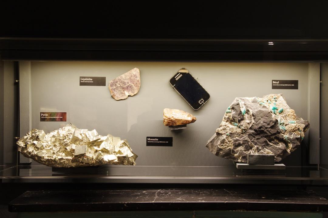 vitrine de l'exposition splendeurs minérales - montébliard