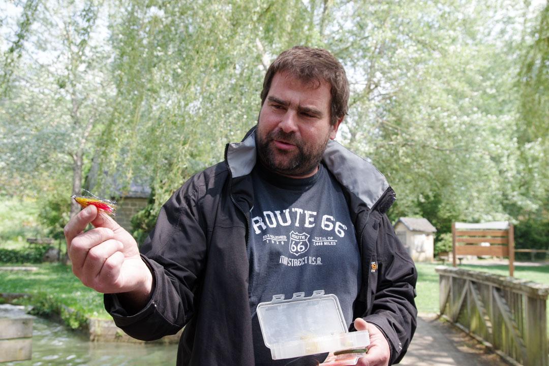 Un professeur de pèche à la mouche - Lac du Causse