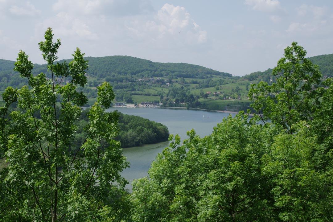 Panorama sur le lac du Causse depuis Chasteaux