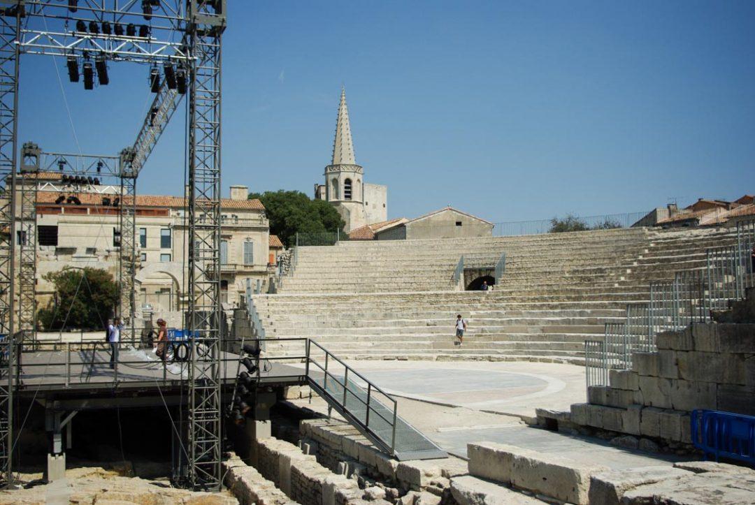 Théatre Antique d'Arles avec la scène aménagée