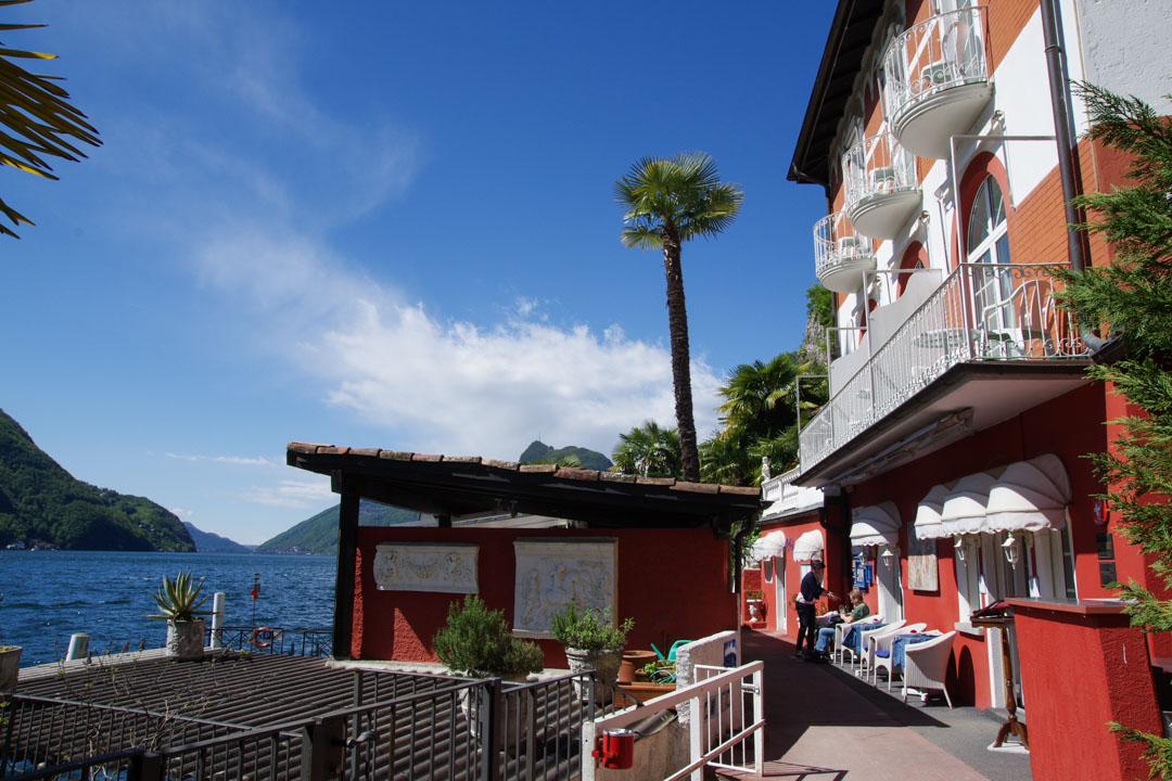 Un hôtel restaurant, au bord du lac de Lugano, sur le sentier de l'Olivier