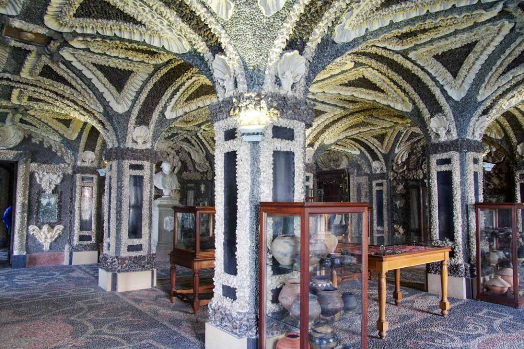 les grottes du chateau d'isola bella