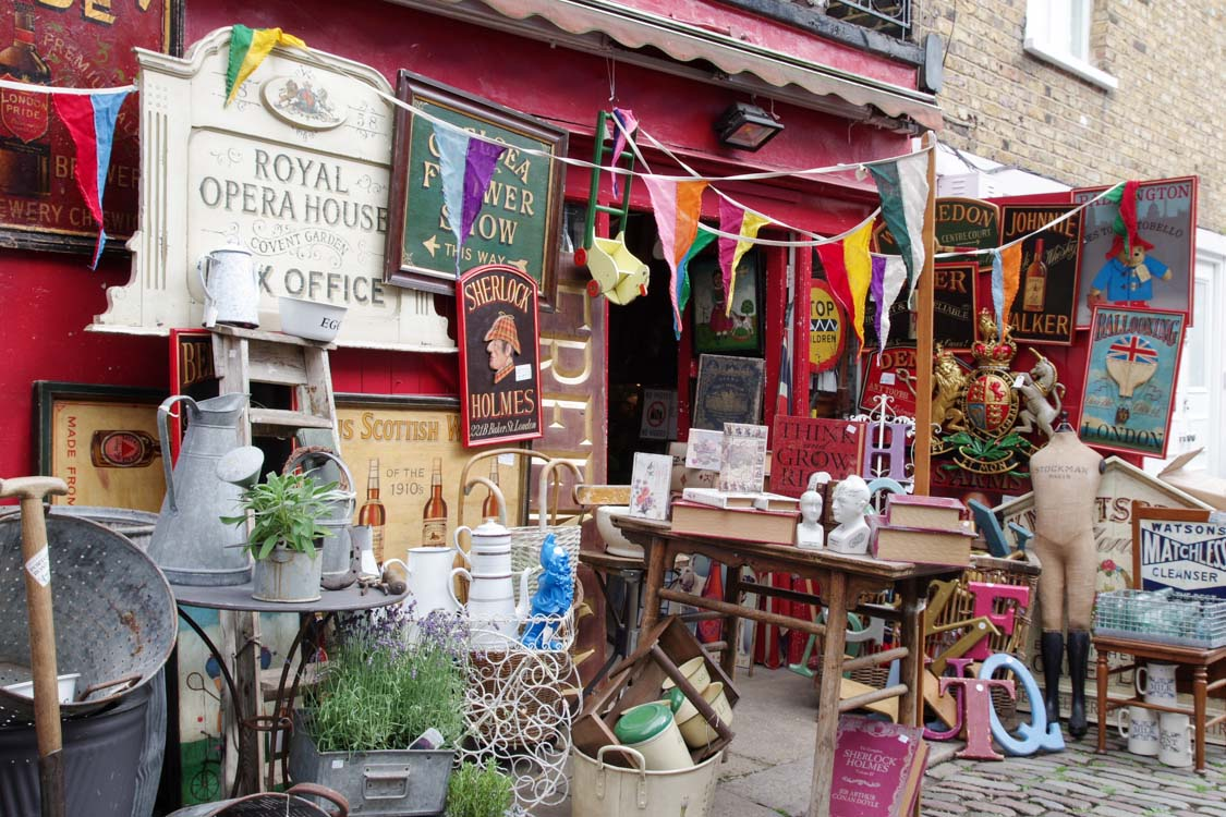 un magasin de souvenir vintage à Notting Hill