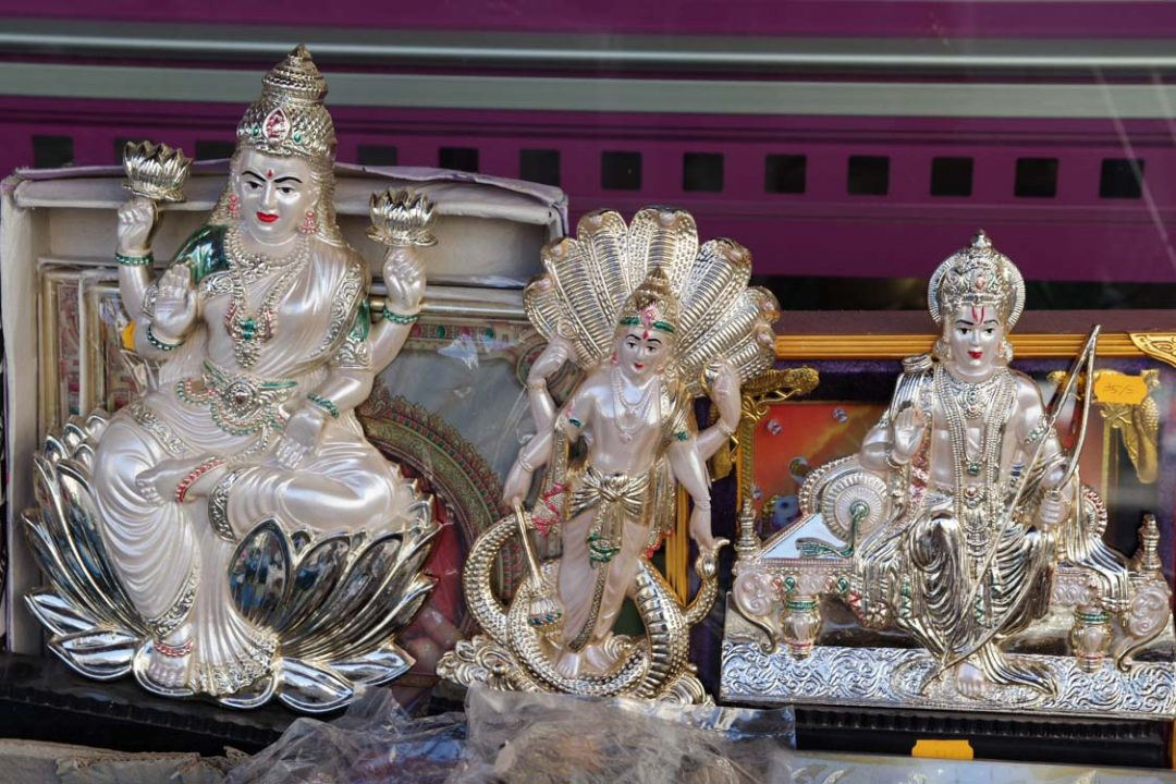 bouddha en plastique - Little india Paris