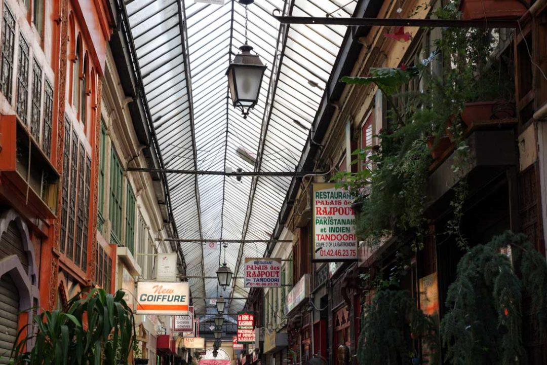 interieur du passage brady - paris