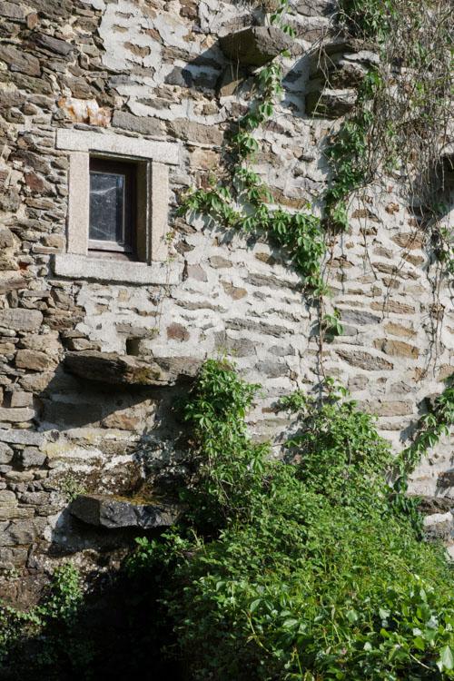 détail d'une maison en pierre - Uzerche