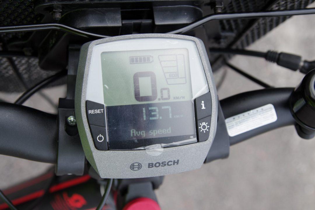 zoom sur le cadran de commande du vélo électrique