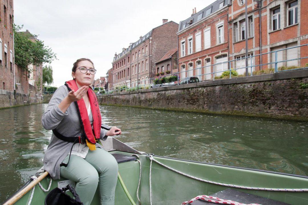 la guide conférencière des bateaux promenade