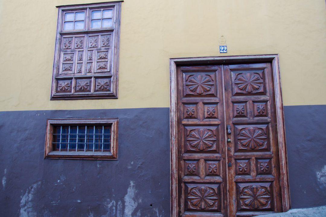 porte ouvragée typique de l'architecture canarienne - La Orotava