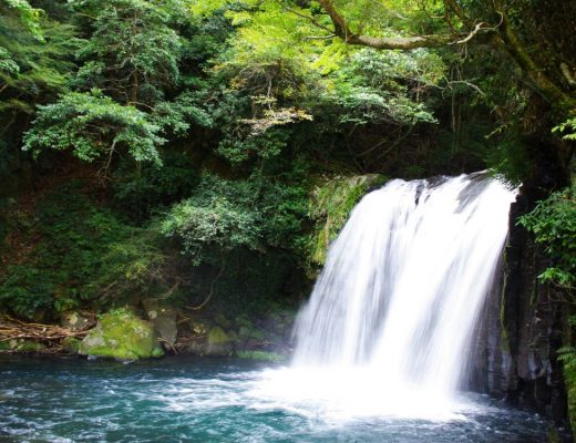 le site des sept cascades d'Izu Hanto