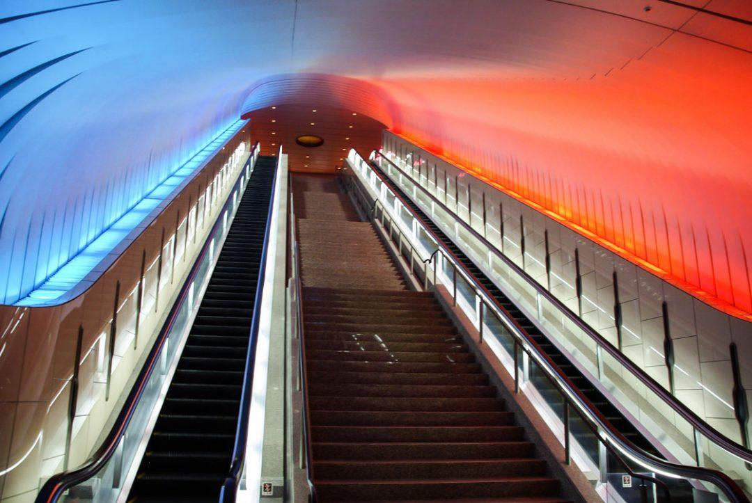les escalators monumentaux du MOA à Atami