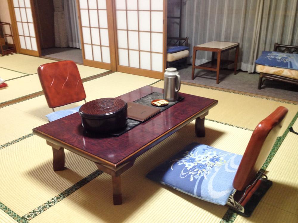 Visiter la p ninsule d 39 izu hanto for Salle a manger japonaise