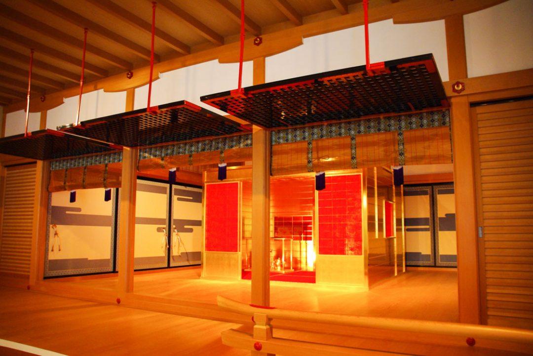 le salon de thé en or au MOA à Atami