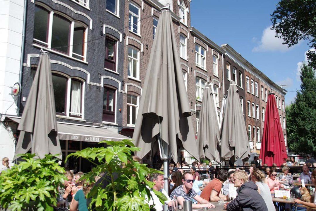 Terrasse dans le quartier De Pijp à Amsterdam