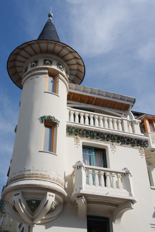 Villa avec une tourelle dans le centre ville du Touquet