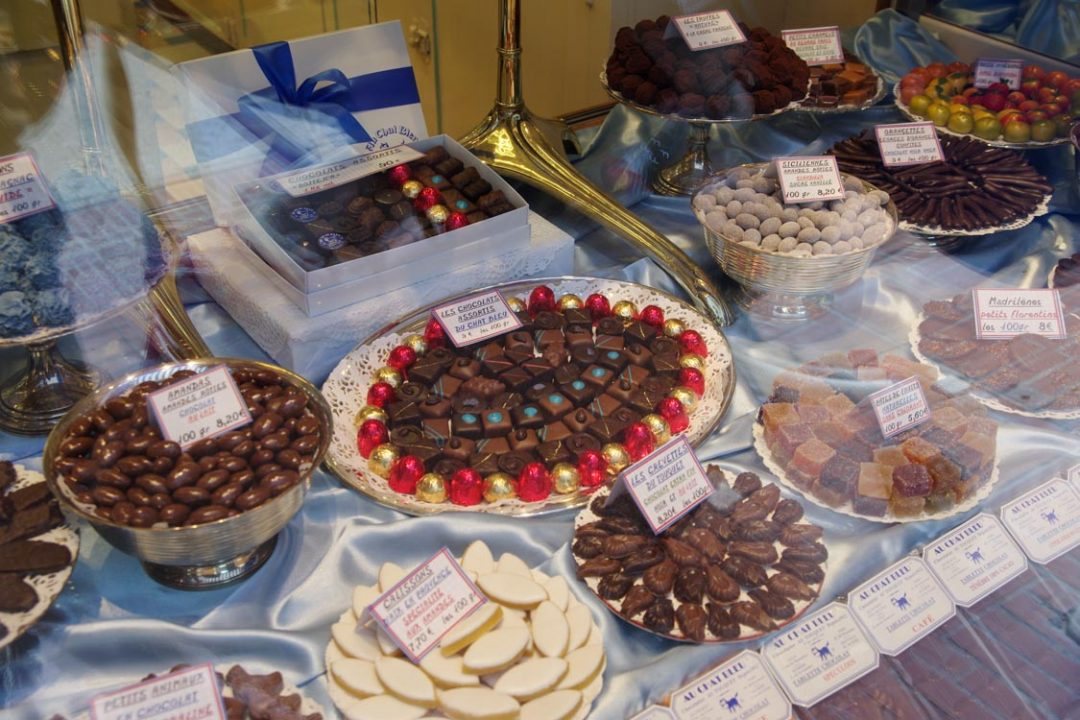 Vitrine de la chocolaterie Au Chat Bleu