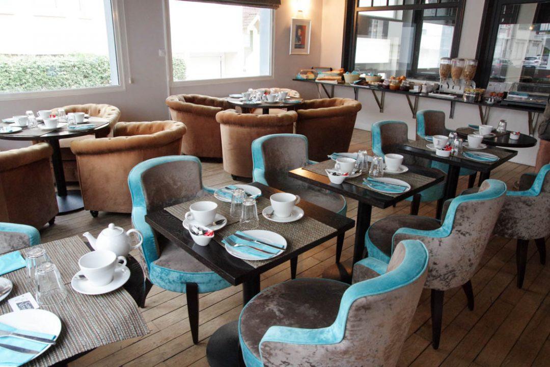 salle du petit déjeuner de l'hotel castel victoria