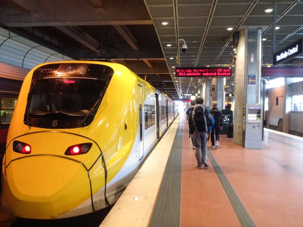 train arlanda expres sur le quai de la gare centrale