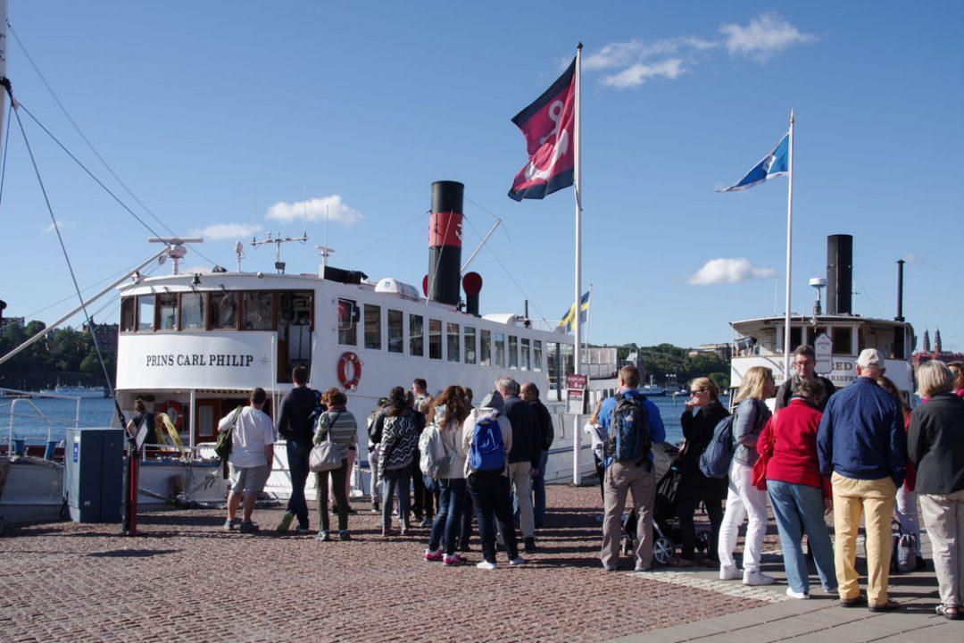 Embarquement sur le bateau à destination du chateau royal de Drottningholm