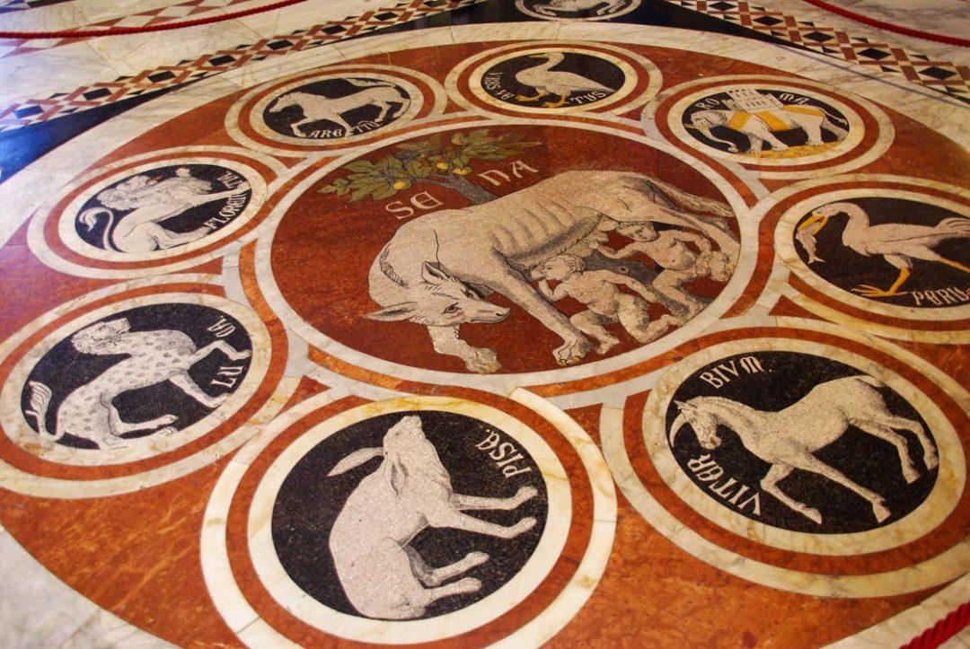 Décor en marbre du sol de la cathédrale de Sienne