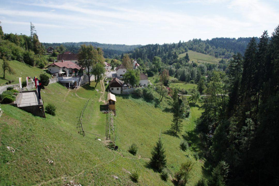 Panorama sur les vallées slovène depuis le château de Predjama