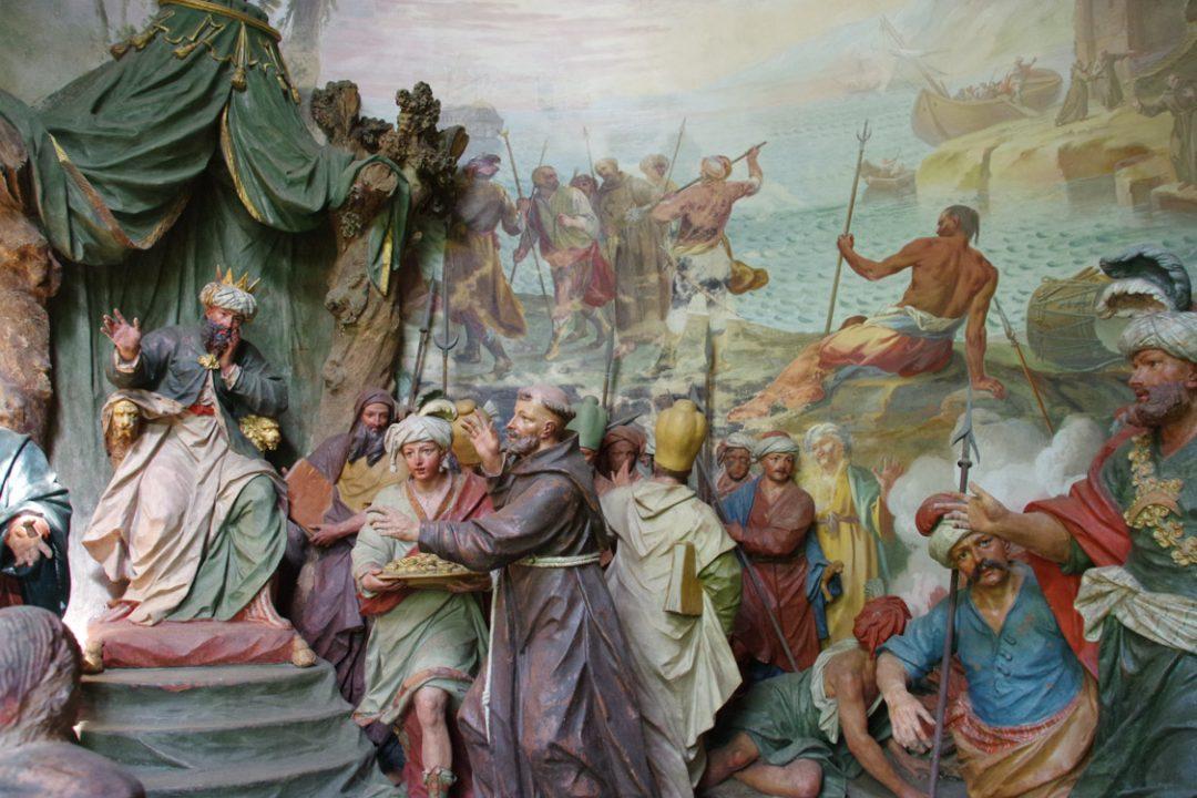 statues polychromes narrant la vie de Saint François d'Assises