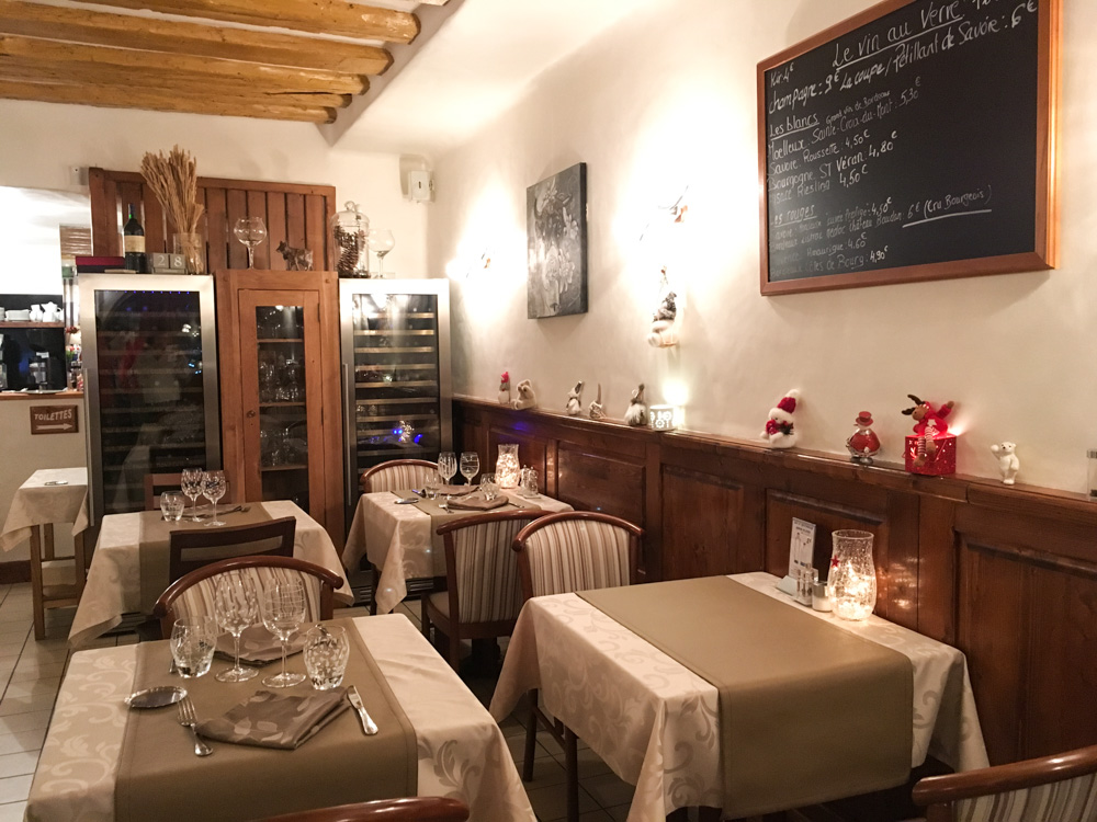 Salle du restaurant la Voute à Moutiers