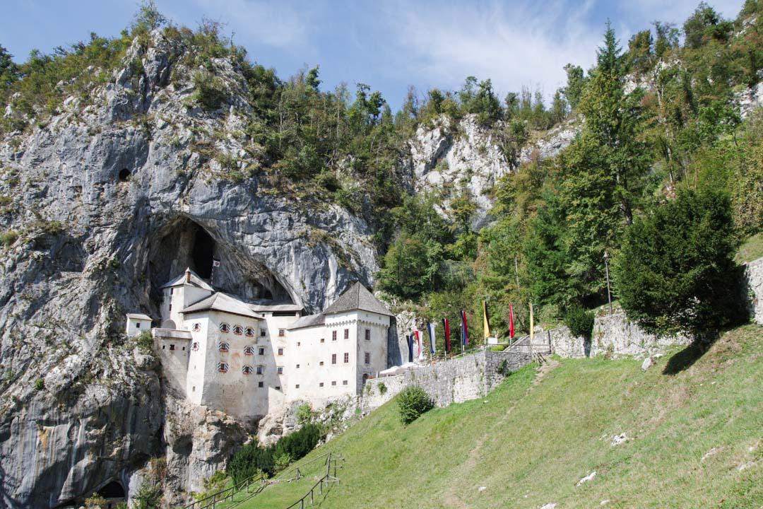 Chateau de Predjama en Slovénie