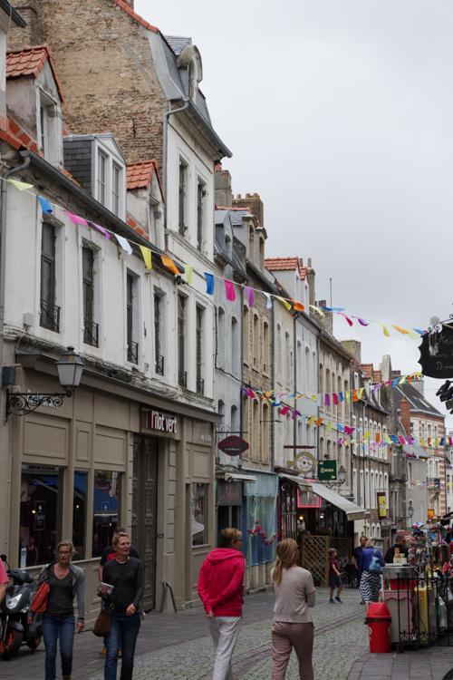 rue pietonne de la vieille ville de Boulogne sur Mer