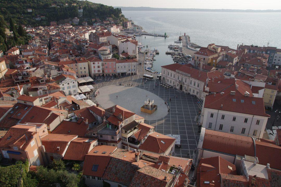 Place Tartinijec Trg dans le centre ville de Piran - Slovénie