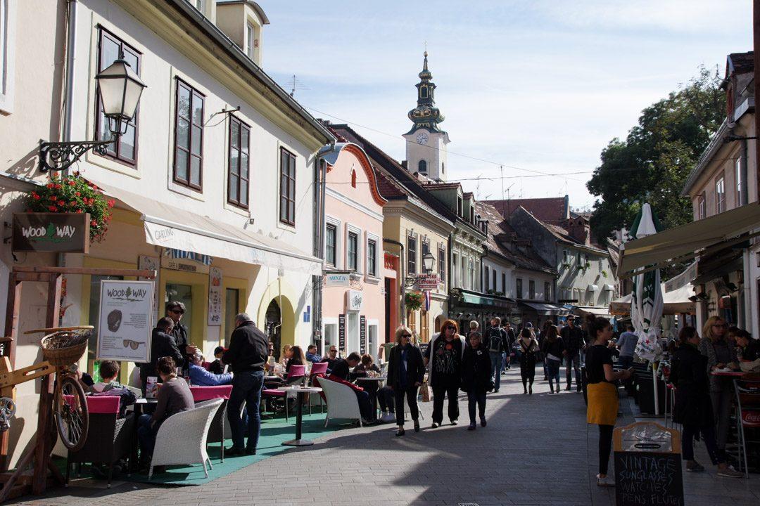 Rue pietonne dans le centre-ville de Zagreb